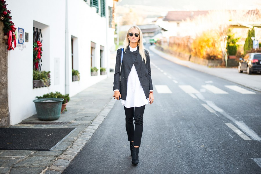 janni-deler-white-shirt-hairy-shoesDSC_5593-900x601